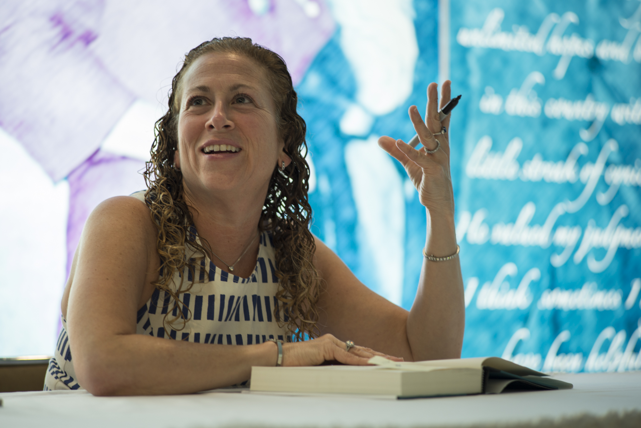 Jodi_Picoult_as_the_2013_Harry_Middleton_Lecturer_DIG13478-016.jpg